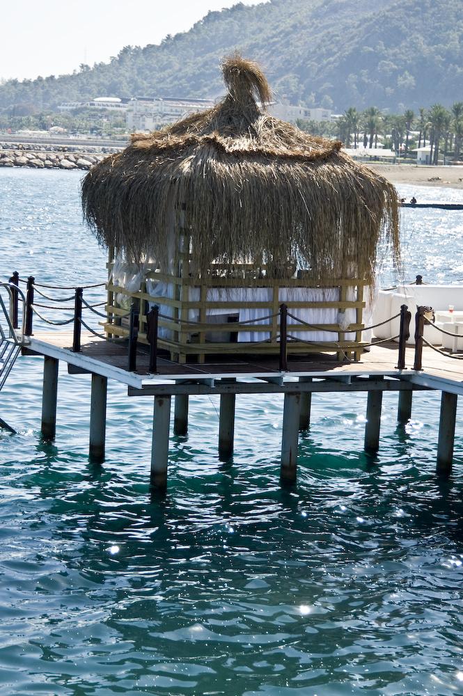 Турция Кемер Отель Sungate Port Royal, вечеринки в клубе Aura